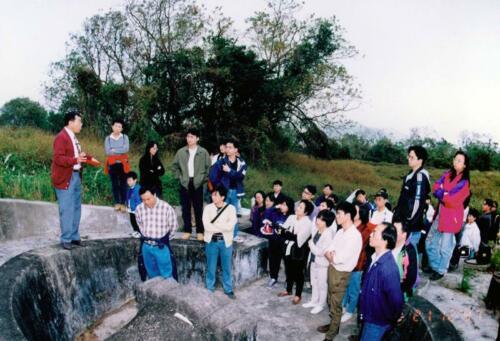 1997年 門下入室弟子帶領門生眾人了解墓地風水玄機
